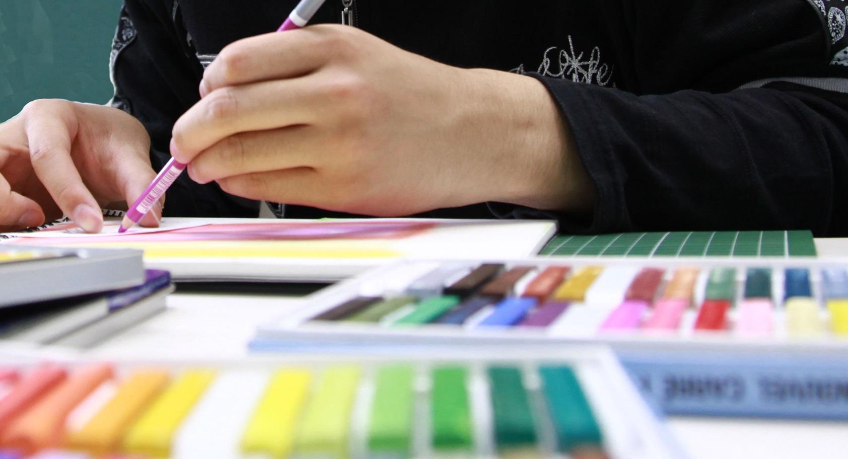 授業の特色 – アート,デザイン&ビジネス